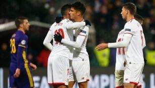Jugadores del Sevilla celebran el gol contra Maribor