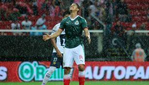 Zaldívar se lamenta tras una falla en un juego de Chivas