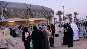 Mujeres a las afueras del King Abdullah Sports City, en Arabia Saudita