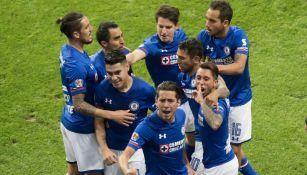 Cruz Azul celebra triunfo frente a las Chivas