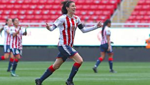 Tania Morales festeja un gol con Chivas