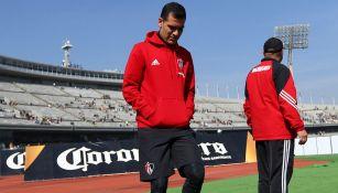 Márquez camina al vestidor previo a un juego con Atlas