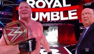 Brock Lesnar después de retener el título Universal