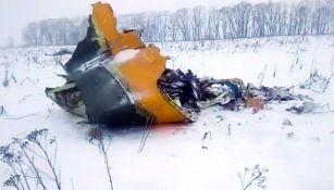 Trozo del avión ruso que se estrelló en Moscú