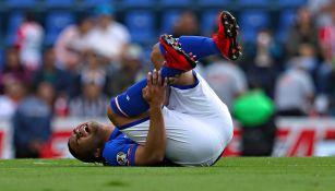 Gullit se duele tras la lesión frente a Necaxa