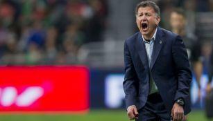 Juan Carlos Osorio da indicaciones a la Selección