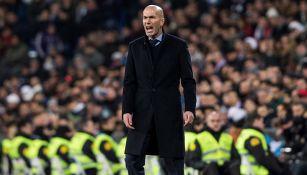 Zidane da indicaciones en juego del Real Madrid