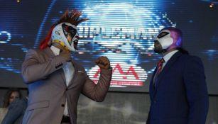 Psycho y Fantasma, en el evento en el que se anunció Triplemanía 26