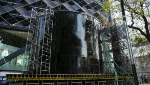 Fosa de clavados instalada en las inmediaciones de la Torre Bancomer