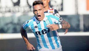 Martínez celebra un gol con Racing