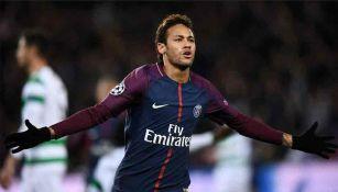 Neymar celebra durante juego con el PSG