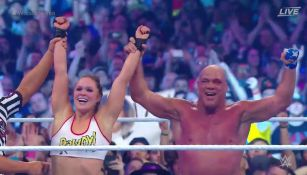 Ronda Rousey festeja el triunfo