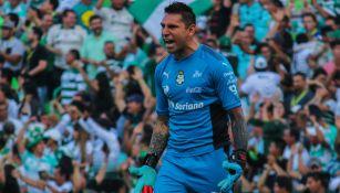 Jonathan Orozco durante un partido contra el Monterrey
