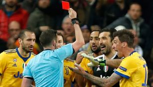 Oliver expulsa a Buffon entre los reclamos
