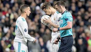 Cristiano besa el balón antes de patear el penalti