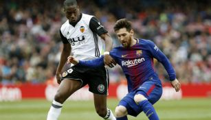 Messi disputa el balón con Geoffrey Kondogbia