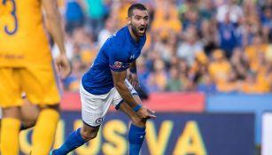 Cauteruccio celebra su primera anotación contra Tigres