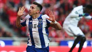 Héctor Herrera celebra su gol en el Clásico de Portugal