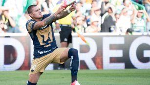 Castillo celebra una anotación frente a Santos