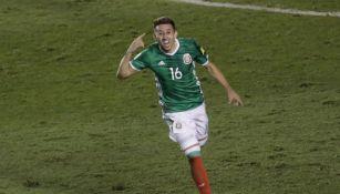 Héctor Herrera festeja gol con el Tri
