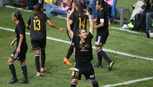 Nayeli Rangel celebra gol contra Monterrey