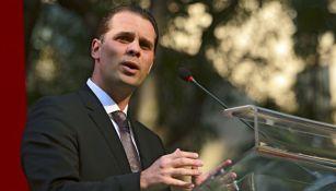 Christian Martinoli habla en un evento público