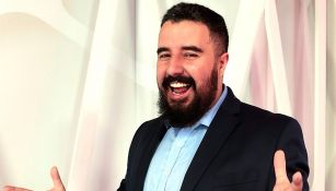 Álvaro Morales posa para la cámara de RÉCORD