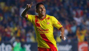 Raúl Ruidpiaz celebra un gol de Monarcas en el C2018