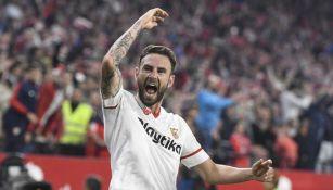 Layún lanza un grito en un juego del Sevilla