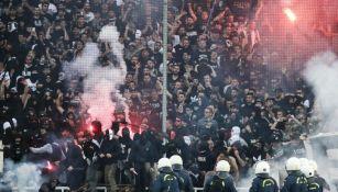 Aficionados del PAOK, durante la Final de la Copa Griega