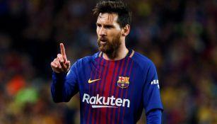 Lionel Messi disputa un juego con el Barcelona