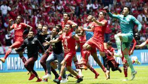 Jugadores de Toluca festejan su pase a la Final del Clausura 2018
