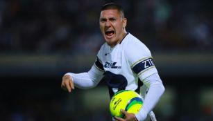 Nicolás Castillo lanza un grito en un juego de Pumas