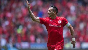 Rubens Sambueza festeja gol con Toluca
