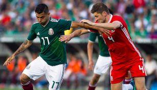 Acciones durante el encuentro entre México y Gales