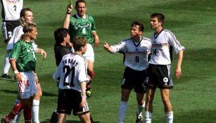 Luis Hernández, durante el duelo vs Alemania en Francia 98