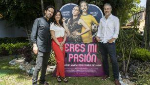 Actores de 'Eres mi Pasión' posan para RÉCORD