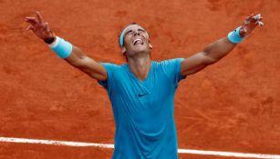 Nadal celebra triunfo en Roland Garros