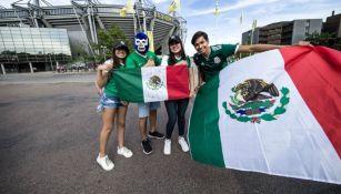 Aficionados mexicanos apoyando al Tri
