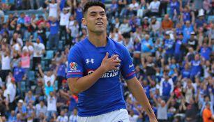 Mora celebra una anotación con Cruz Azul