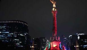 El Ángel de la Independencia pintado de la bandera nacional