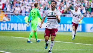 Vela celebra el primer gol de México frente a Corea