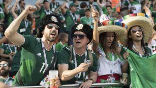Aficionados celebran en juego de México