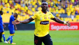 Eryc Leonel Castillo festeja un gol con Guayaquil