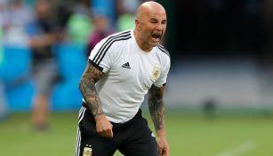 Sampaoli se queja durante un juego con Argentina