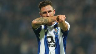 Layún celebra una anotación con el Porto