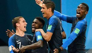 Jugadores de Francia celebran tras la victoria frente a Bélgica
