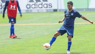 Elías Hernández en la práctica de Cruz Azul