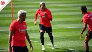 Carlos Salcedo en entrenamiento con el  Eintracht