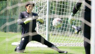 Ochoa, en un entrenamiento con el Standard Lieja